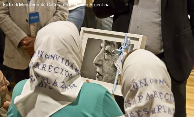 Il papa riceve la fondatrice delle Madri di piazza di Maggio: uno schiaffo a Macri