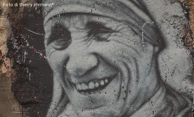 La polvere e gli altari. La controversa santità di Madre Teresa