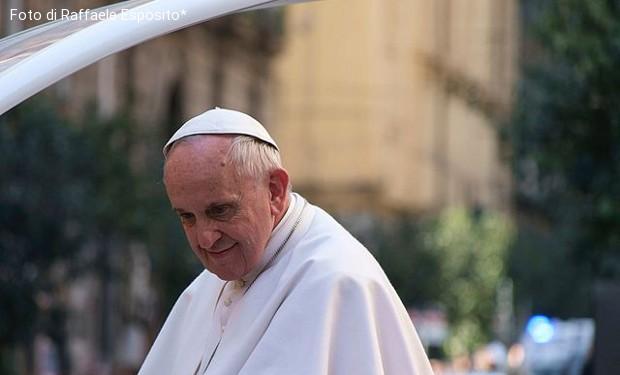 Vaticanisti e papa: su Francesco opposte