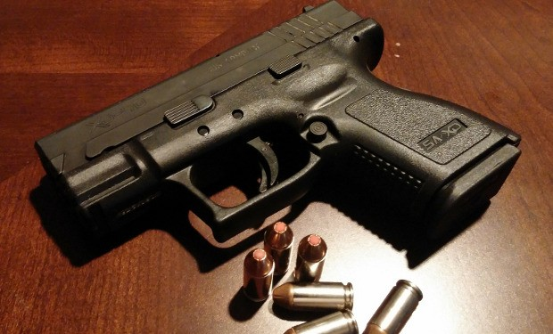 """""""Italia a mano armata"""". L'allarme di Famiglia Cristiana sulla proliferazione di armi da fuoco"""