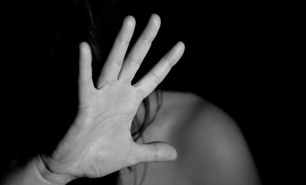 Lo stupro e la preghiera: don Lorenzo Guidotti e la violenza sulle donne