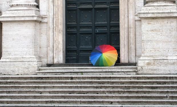 Coppie gay: le vie del clericume sono infinite