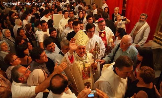 La Procura indaga sul cardinale arcivescovo di Santiago: sospettato di aver coperto abusi sessuali