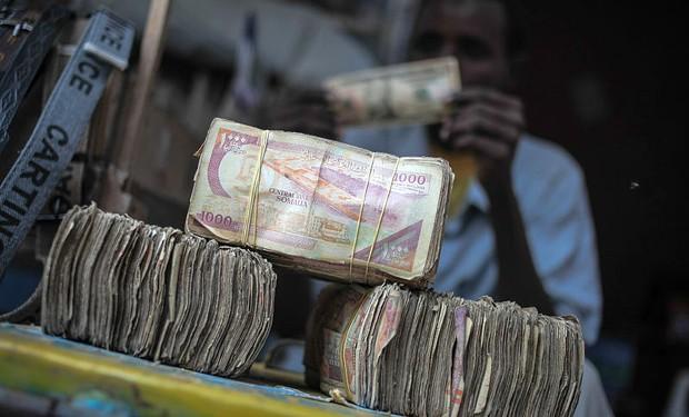 Le mani del governo sulle rimesse dei migranti: 62 milioni in meno ai Paesi poveri