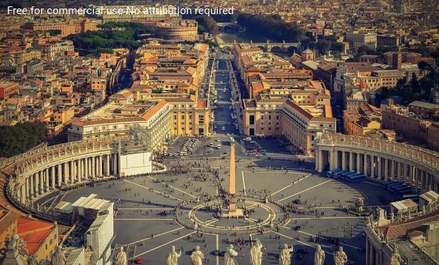 Papa Francesco: più case meno chiese! Il Vaticano darà il buon esempio?