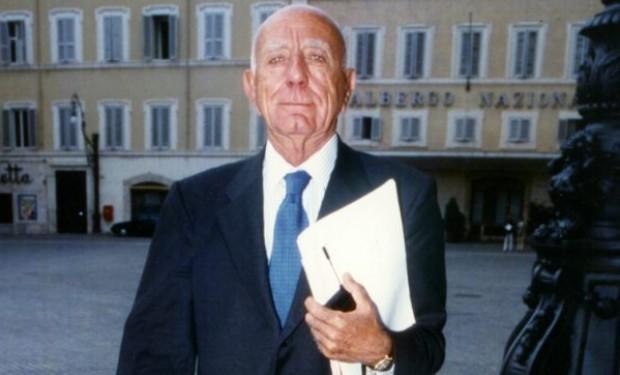 Napoli: saluti romani al funerale di Antonio Rastrelli