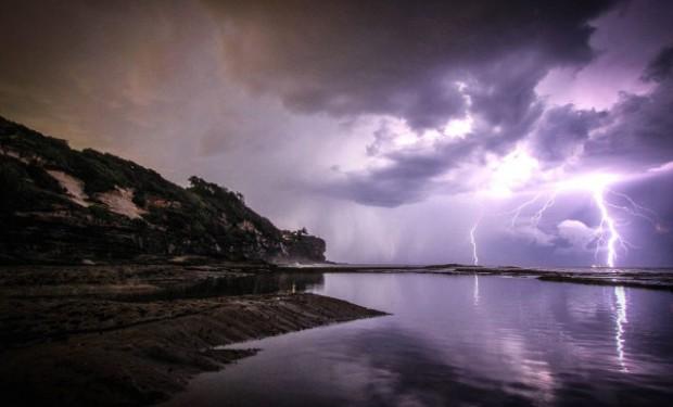 Cieli tempestosi e lampi di guerra