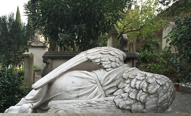 Sulla dignità del morire ai tempi del coronavirus: una lettera aperta di preti, teologi e teologhe