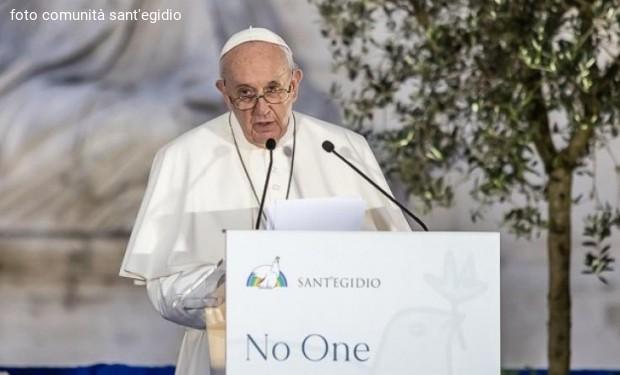 Incontro per la pace/Papa Francesco: «Dio chiederà conto a chi ha fomentato la guerra»