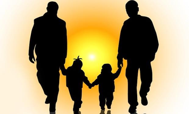 Mons. Ricchiuti, presidente Pax Christi Italia: sarei a favore dell'adozione per le coppie omosessuali