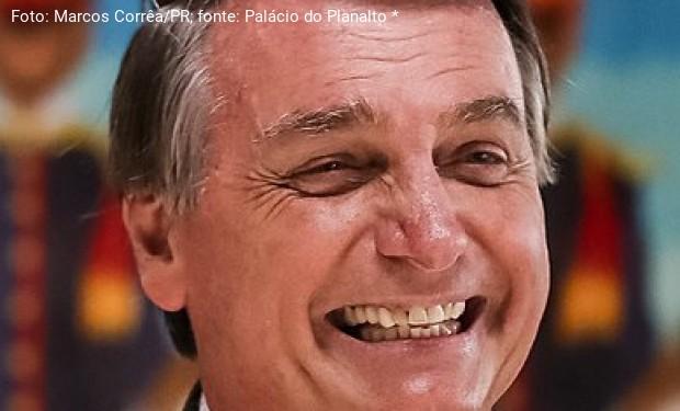 """Incredibile, ma vero: a Bolsonaro l'onorificenza di """"cittadino dell'Amazzonia"""""""