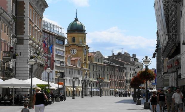 Vescovo croato: che i gay perdonino la Chiesa!