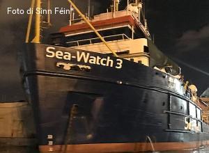 A Torino, diocesi disponibile ad accogliere i migranti della Sea Watch. E Salvini attacca il vescovo