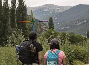 """""""Venite e vedete"""": il pellegrinaggio a piedi verso Assisi dei Cristiani LGBT"""