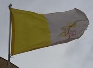 Vaticano: bandiere a mezz'asta in segno di lutto per i morti del Coronavirus