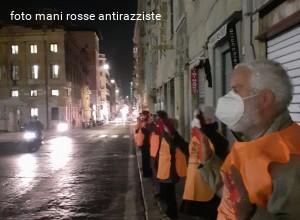 Mani rosse antirazziste: «il corridoio umanitario Libia-Italia è una goccia nell'oceano della disperazione, occorre affrontare le cause strutturali»